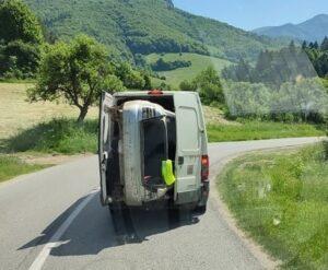 Motoryzacyjna matrioszka – busem przewoził osobówkę
