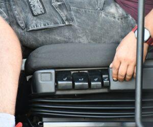 Prawidłowa pozycja za kierownicą – podstawa zdrowego kierowcy