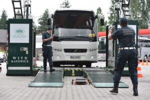 Bezpieczne autokary. Polskie Radio Kierowców na drogach