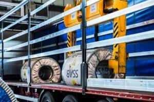Wielton dostarczy 150 szytych na miarę naczep do przewozu stali do Regesta S.A