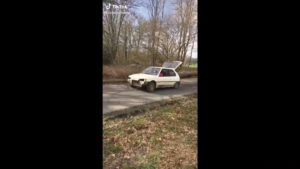 Gabaryt leci… Peugeotem – [film]
