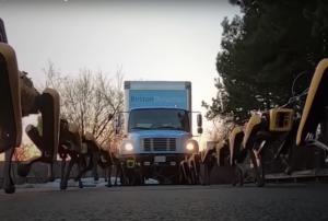 Zaprzęg robotów ciągnie ciężarówkę