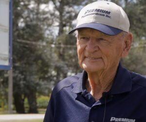90-letni kierowca ciężarówki przeszedł na emeryturę. Przejechał 14 milionów kilometrów!