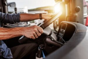 Kierowca międzynarodowy – co trzeba mieć przy sobie w trasie?
